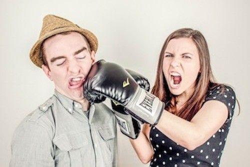 Estrés y mala comunicación en viajes de pareja